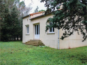 Three-Bedroom Holiday Home in Villetelle